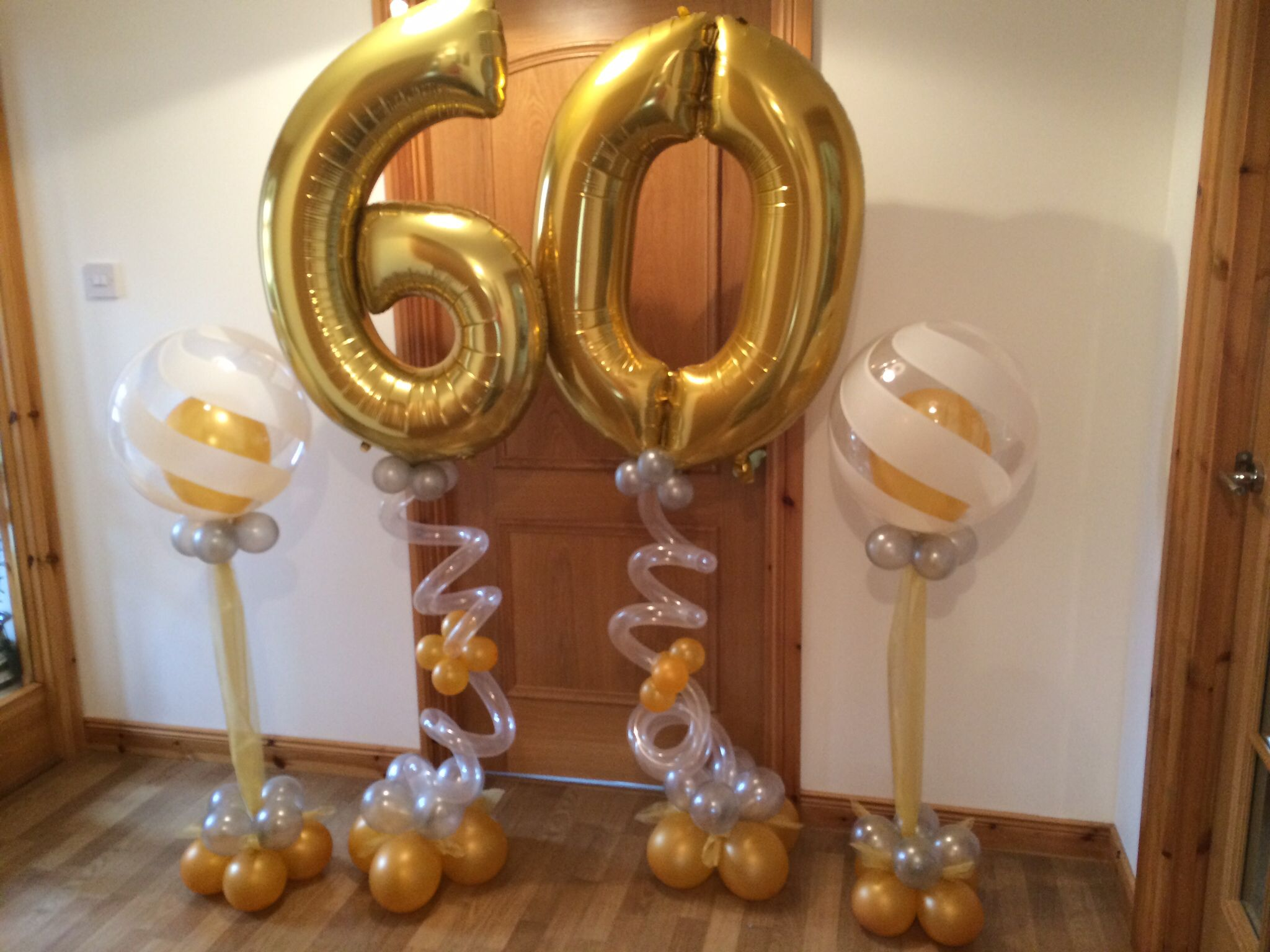 Numbers and center pieces balloons with