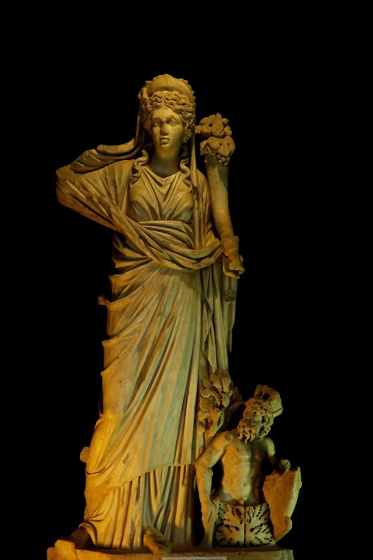 Antikes Standbild der Göttin Fortuna mit einem Füllhorn als Attribut ...