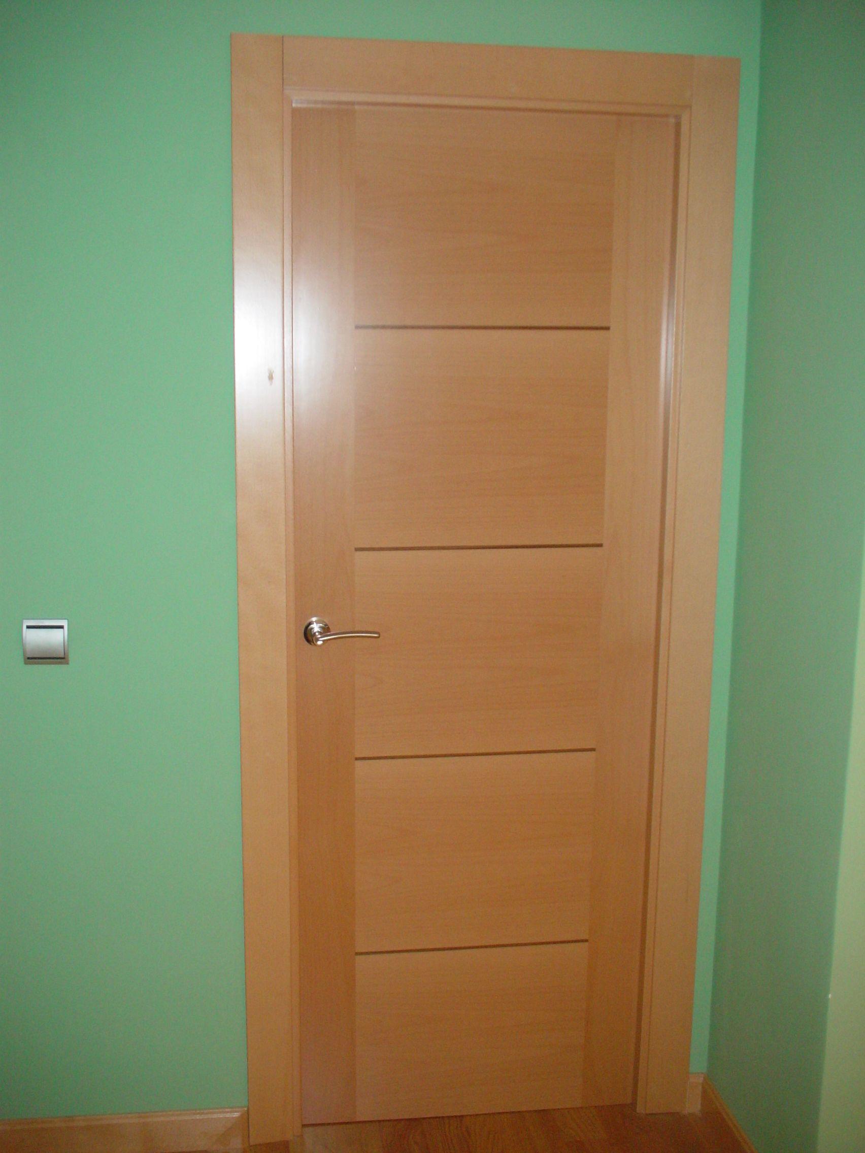 puertas de interior ciega en haya vaporizada con grecas en