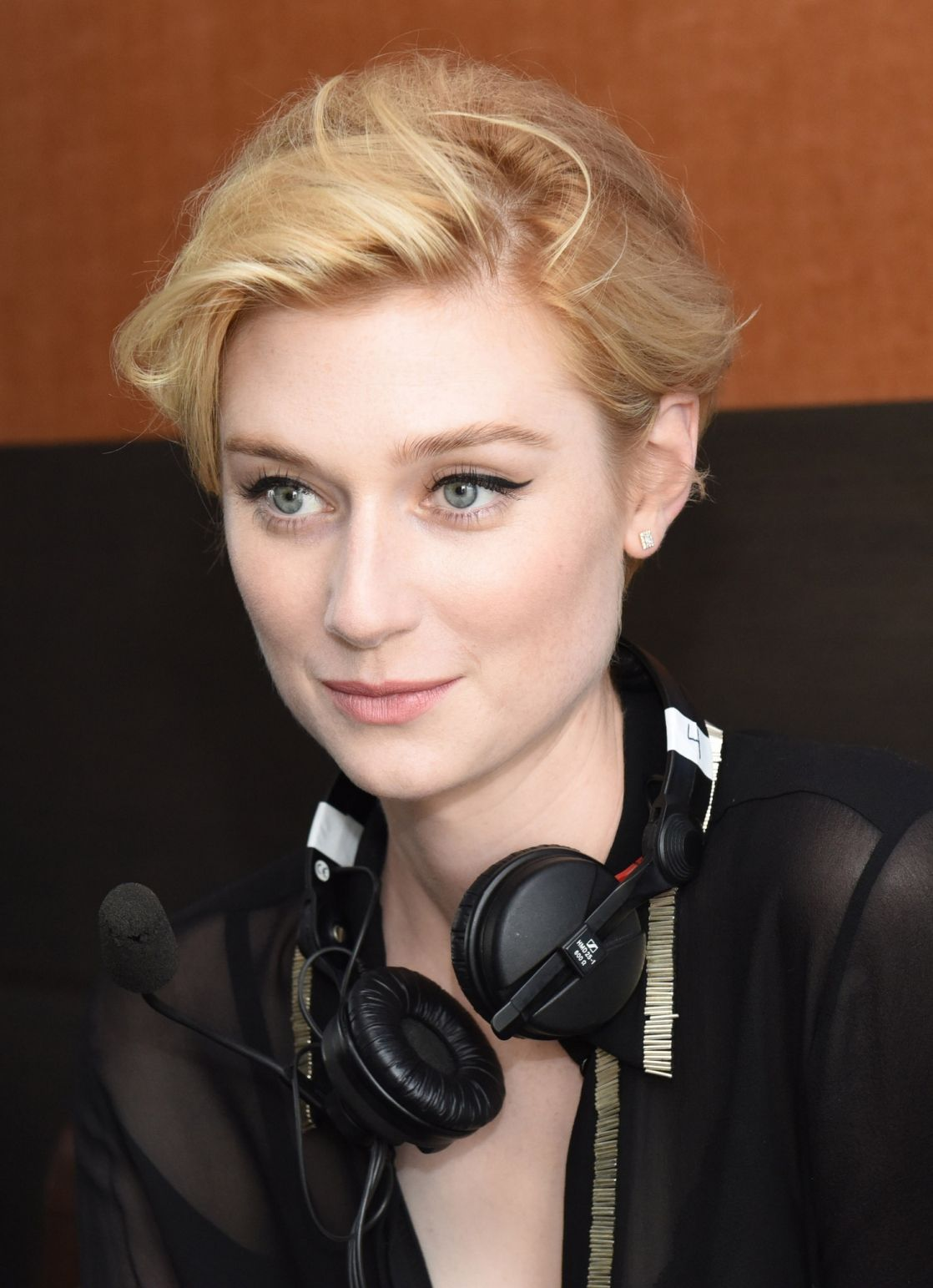 Elizabeth Debicki For Guardians Of The Galaxy Vol 2 At Comic Con 2016 01 Elizabeth Debicki Makeup For Black Women Cute Beauty