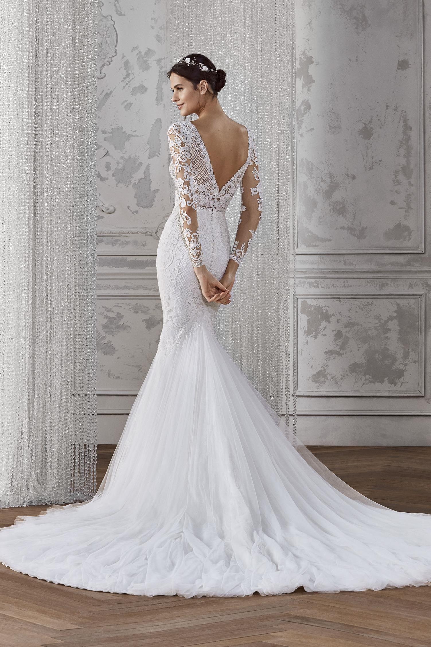Kadie Wedding Dress From St Patrick Studio Hitched Co Uk Slim Fit Wedding Dresses Long Sleeve Mermaid Wedding Dress Stunning Wedding Dresses [ 2255 x 1503 Pixel ]