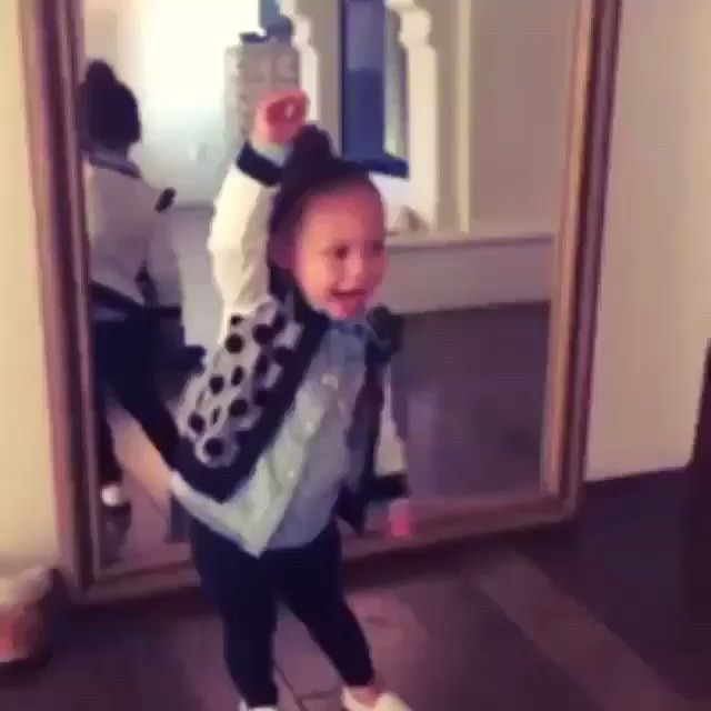 Just a cute video of Riley doing the naenae  #littlelightsofmine #cookingwiththecurrys #stephcurrywithashot #stephcurry #wayupifeelblessed #stephencurry #RyanCarsonCurry #RileyElizabethCurry #rileyisabigsis #rileycurry #ryancurry #ayeshacurry #stephencurryfan #dubnation #goldenstatewarriors #Lebronhateclub