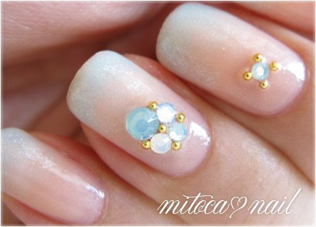 I'm obsessed with this blog's jelly syrup and assorted gradient sorts of manicures. Wish I could read it.