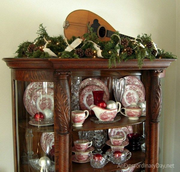 Faux+and+natural+greens+for+shabby+Christmas+decor.++AnExtraordinaryDay.net