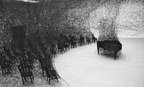 art Black and White monochrome Installation goth gothic disturbing Chiharu Shiota shiota