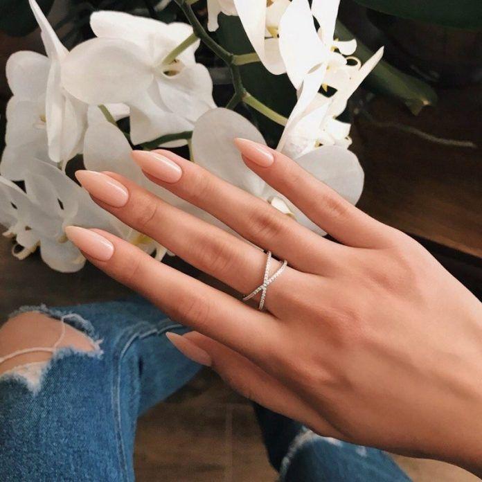 Маникюр длинные острые ногти (56 фото) | 696x696
