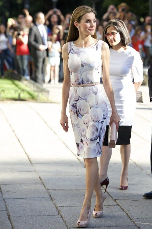 Queen Letizia matched the dress with subtle accessories and minimalist make-up.