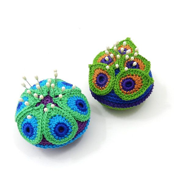 This is a listing for a PDF photo tutorial pincushion pattern in ENGLISH with clear written instructions and not for the finished items.   This PDF crochet pattern is for a crocheted pincushion with peacock feathers laid out in 2 different ways. The pincushion looks fabulous in all kinds of color combinations. It makes a lovely birthday, teacher, holiday or housewarming gift. Or make one for yourself - I use my pincushions for all of my blocking pins.  Pattern includes: 1. Clear written…