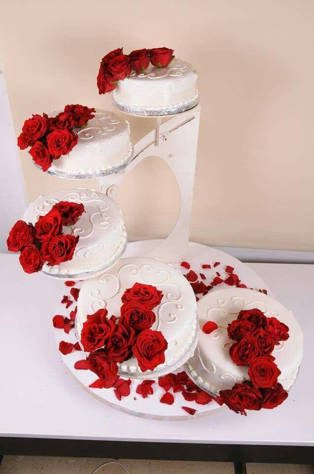 Hochzeitstorte Mit Roten Rosen Hochzeitstorten In 2019