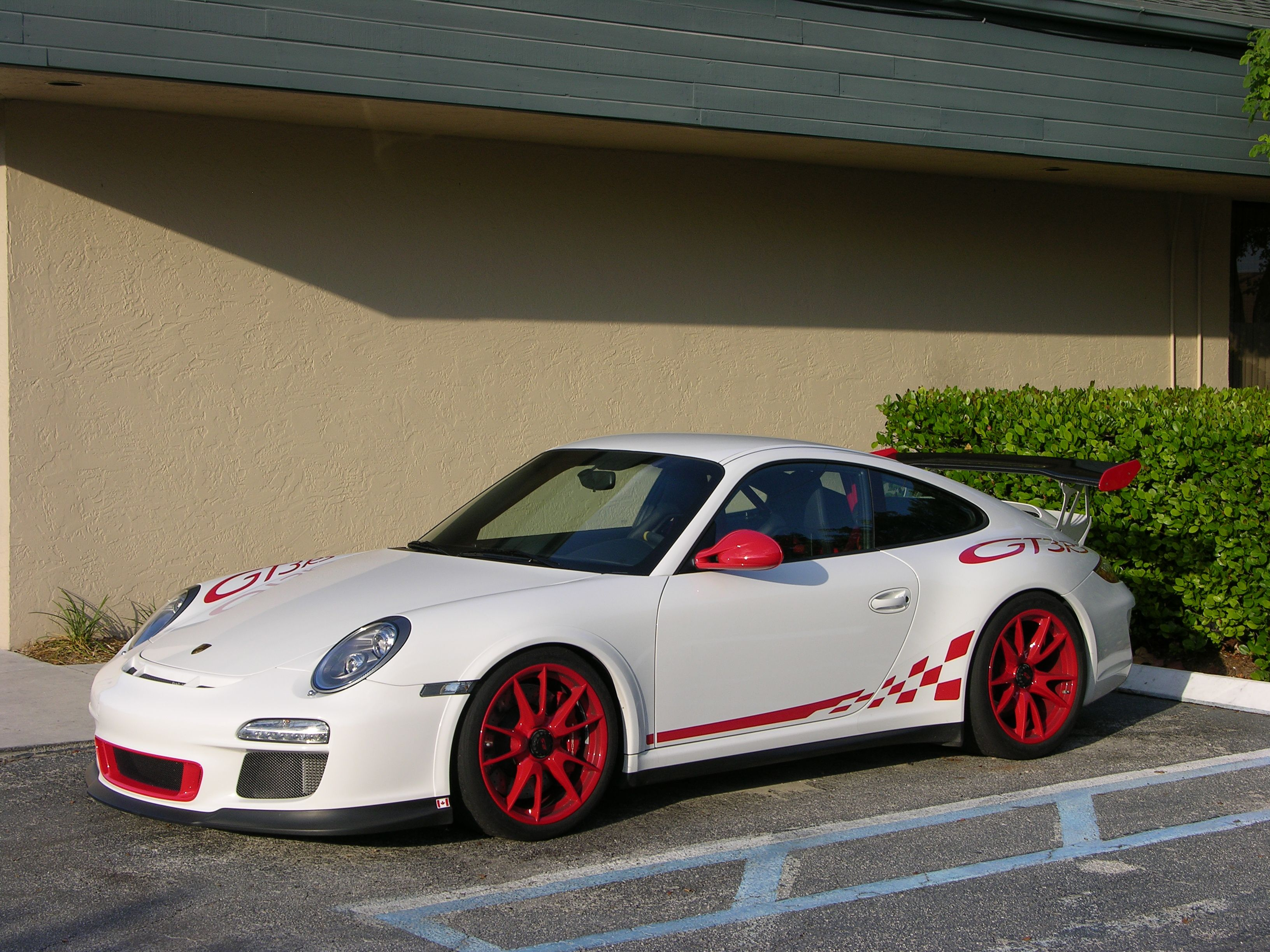 Porsche Gt3 Rs In Luxury Wrap White With Red Accents Looks Like A Christmas Present Luxury Wraps Porsche Gt3 Car Wrap