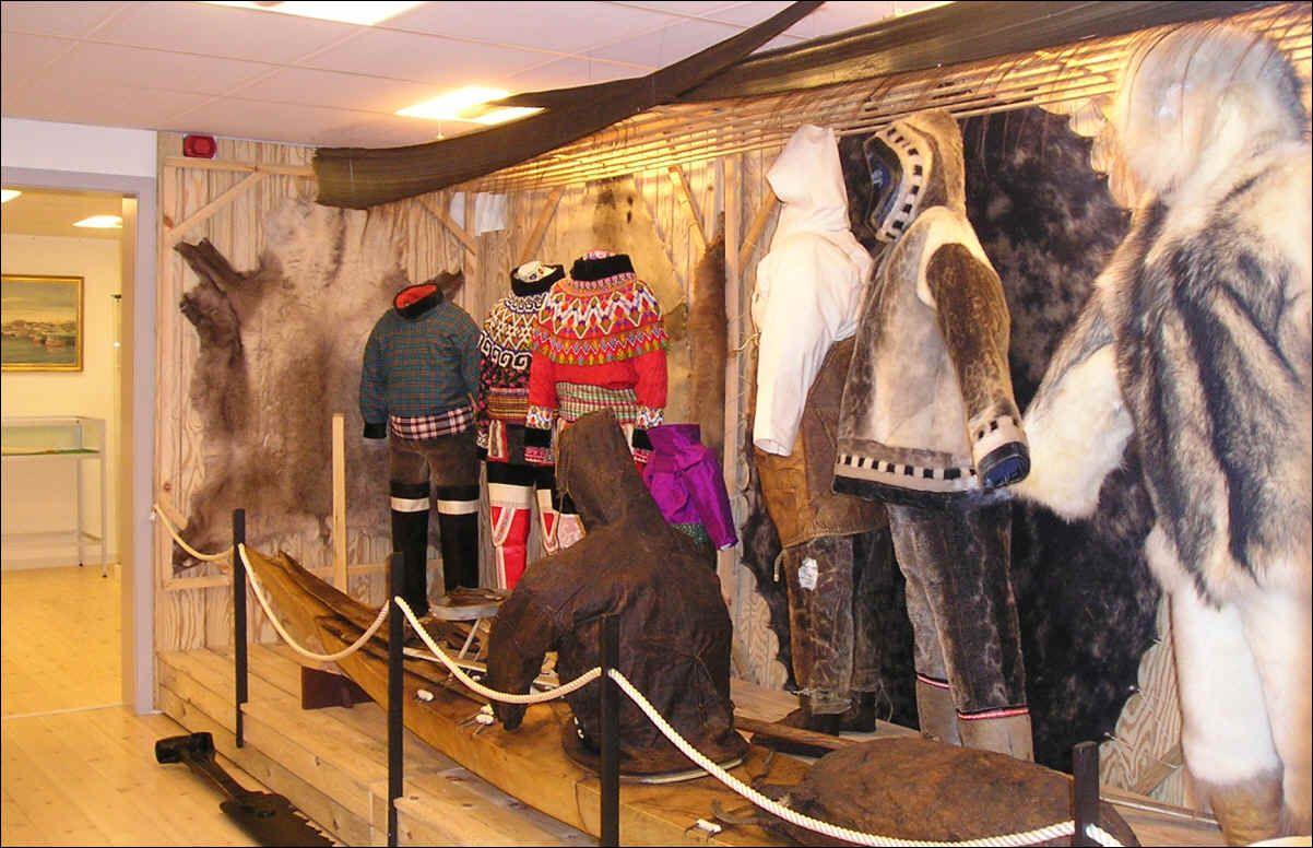 Aasiaat Museum, national costume