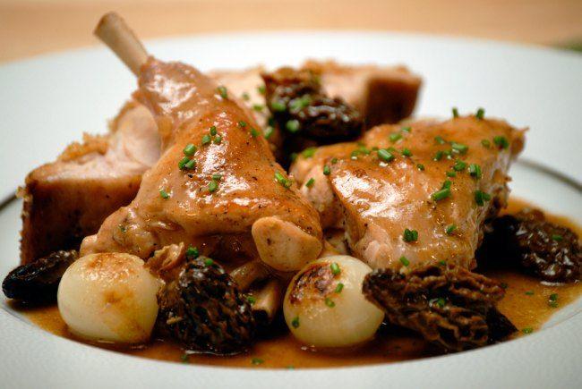 Receta conejo en escabeche Thermomix. Una de las carnes con muchas vitaminas, mucho hierro y bajo contenido en grasas es esta receta conejo en escabeche Thermomix. Este sabroso guisado de conejo en escabeche receta para esos días en que te apetece tomar un plato calentito y a la vez saludable.