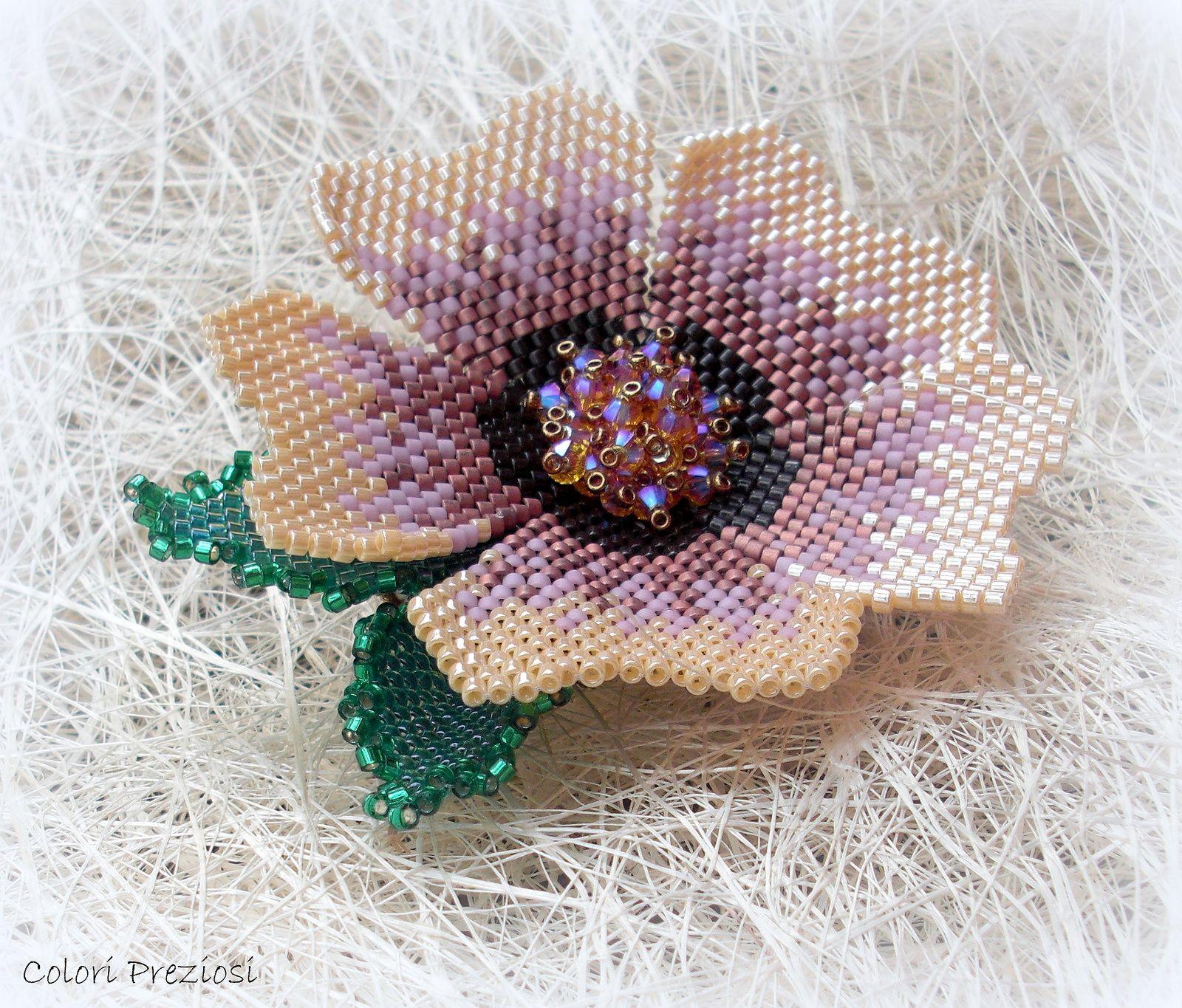 https://flic.kr/p/mBVhsZ | COEUR DE FLEUR - aspettando la primavera | Spilla interamente realizzata a mano con un mix di tecniche di tessitura...peyote, brick stitch, embroidery..... Perchè  un fiore porta sempre gioia e colore! ^_^