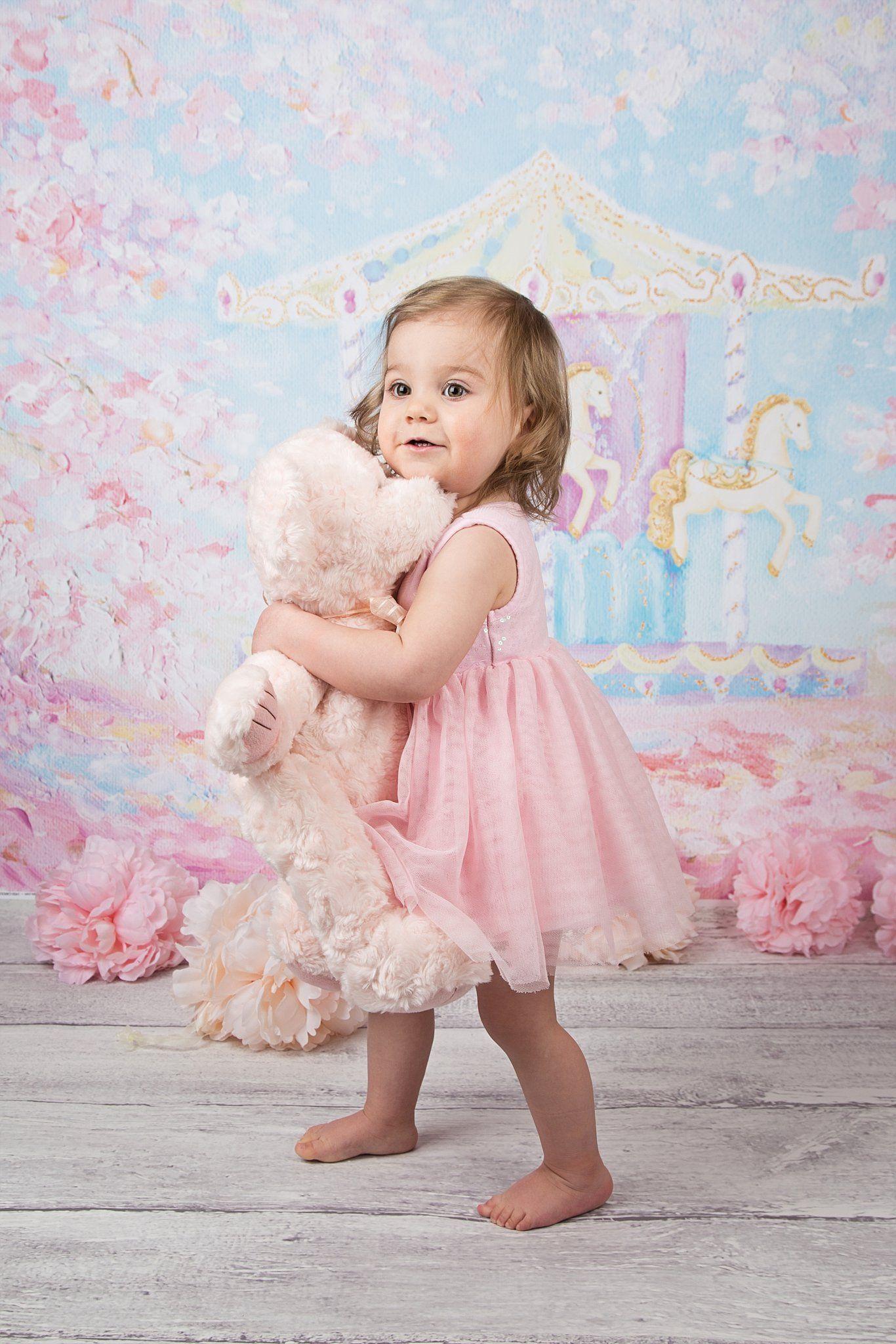 Adorable kids photos, Spring photo ideas, carousel, pink teddy bear,  carousel photo shoot, spring mini … | Baby photoshoot girl, Girl photo  shoots, Photo ideas girl