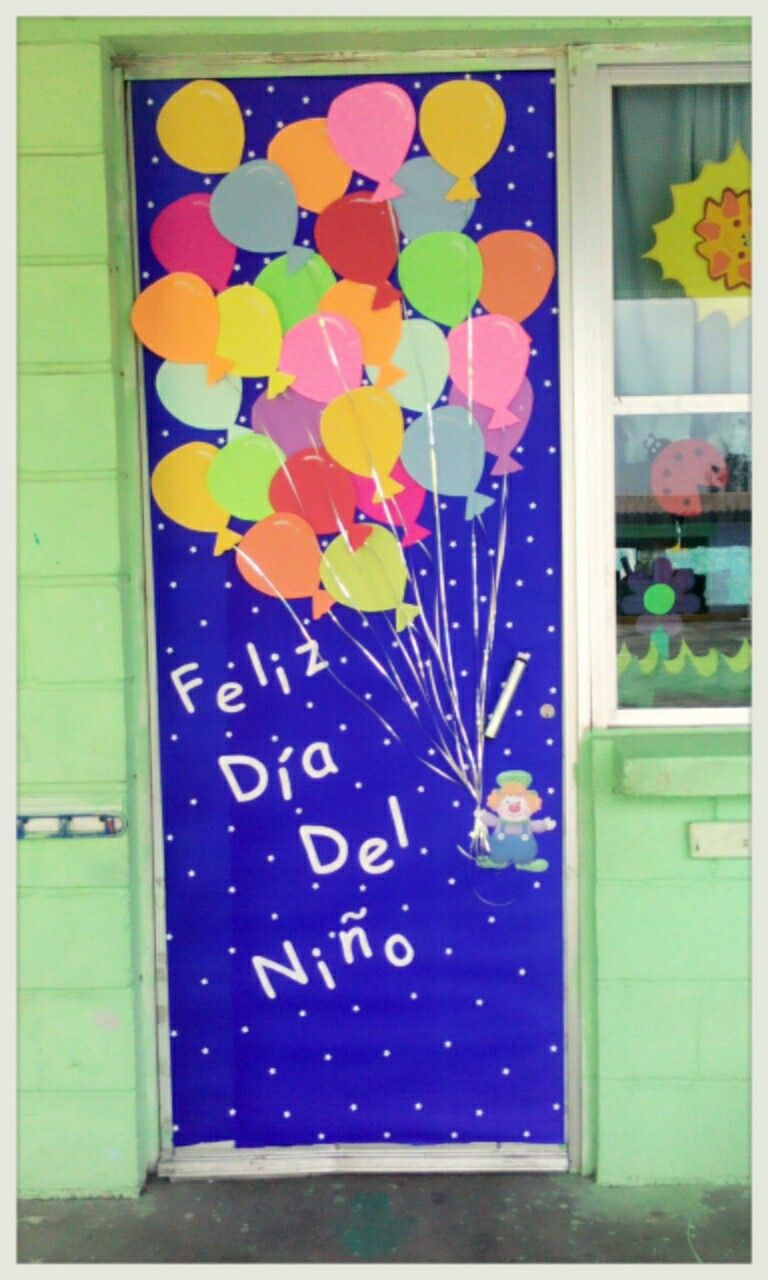Puerta para el d a del ni o payaso con globos puertas for Puertas escolares decoradas