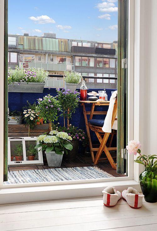 Alvhem Makleri & Interior . very small but very nice made balcony .