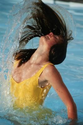 How To Remove Chlorine From Hair Ehow Chlorine Hair Thick Hair Remedies Chlorine