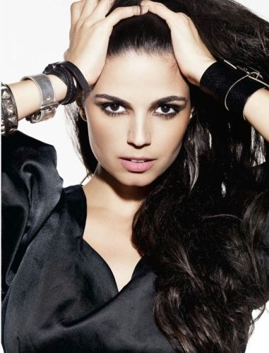 Você está aqui: Atrizes >Emanuelle Araujo >Emanuelle Araujo (foto)