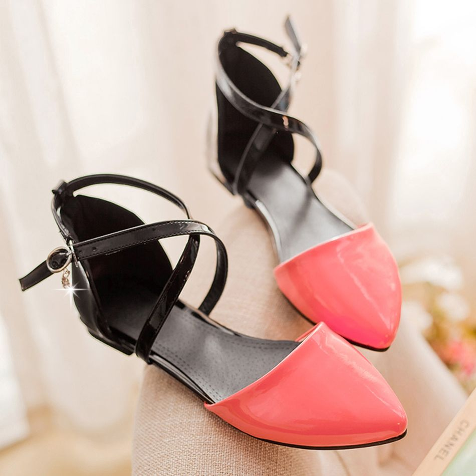 Flat shoes with strap