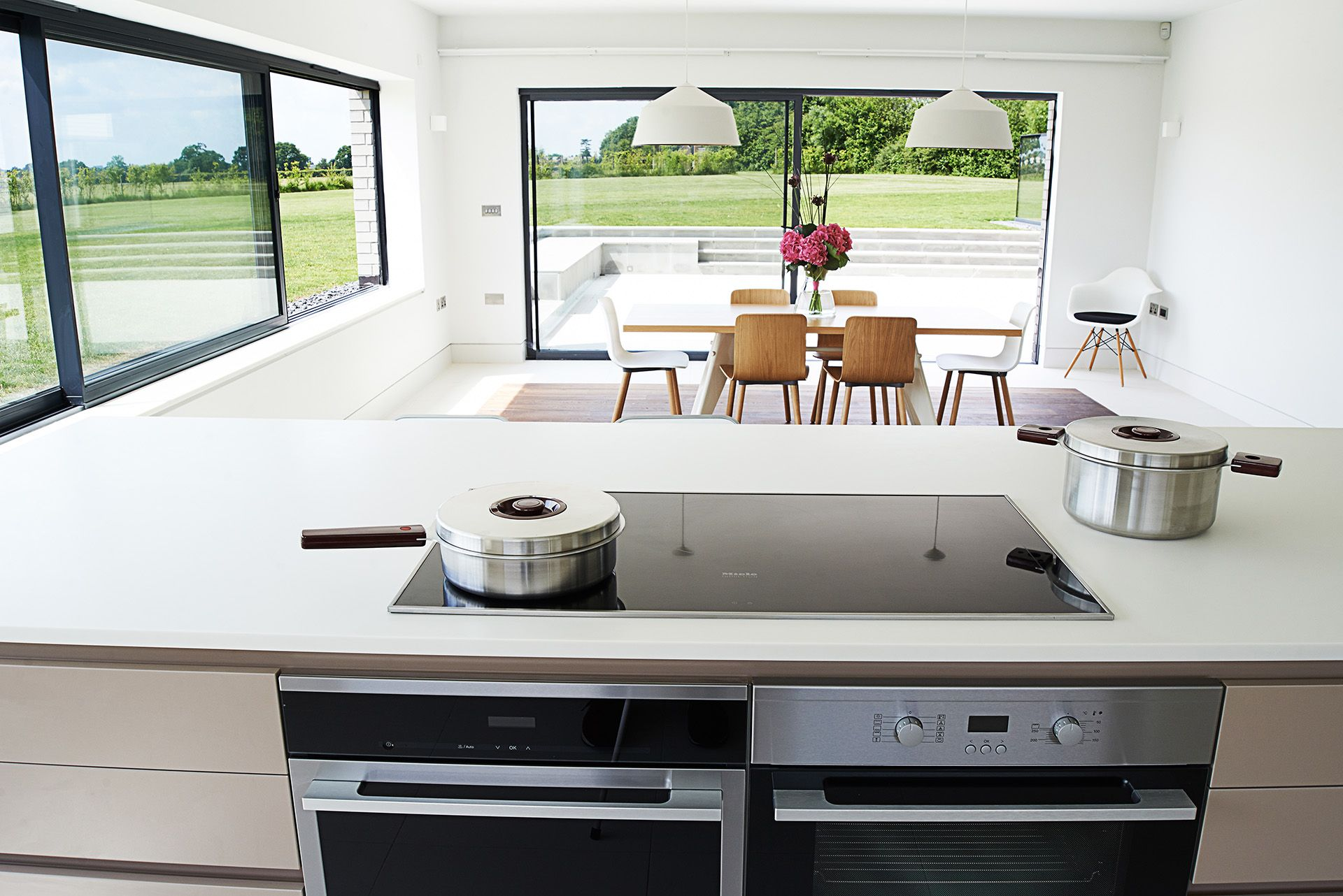 SANTOS kitchen | Cocina con isla abierta al comedor. Diseño Line-E ...