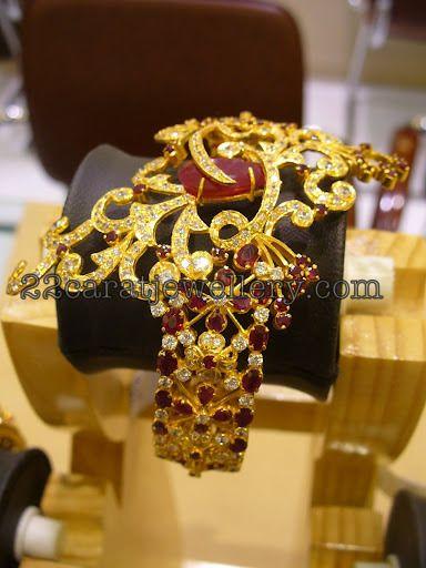 Jewellery Designs: Heavy Gold Designer Bangle