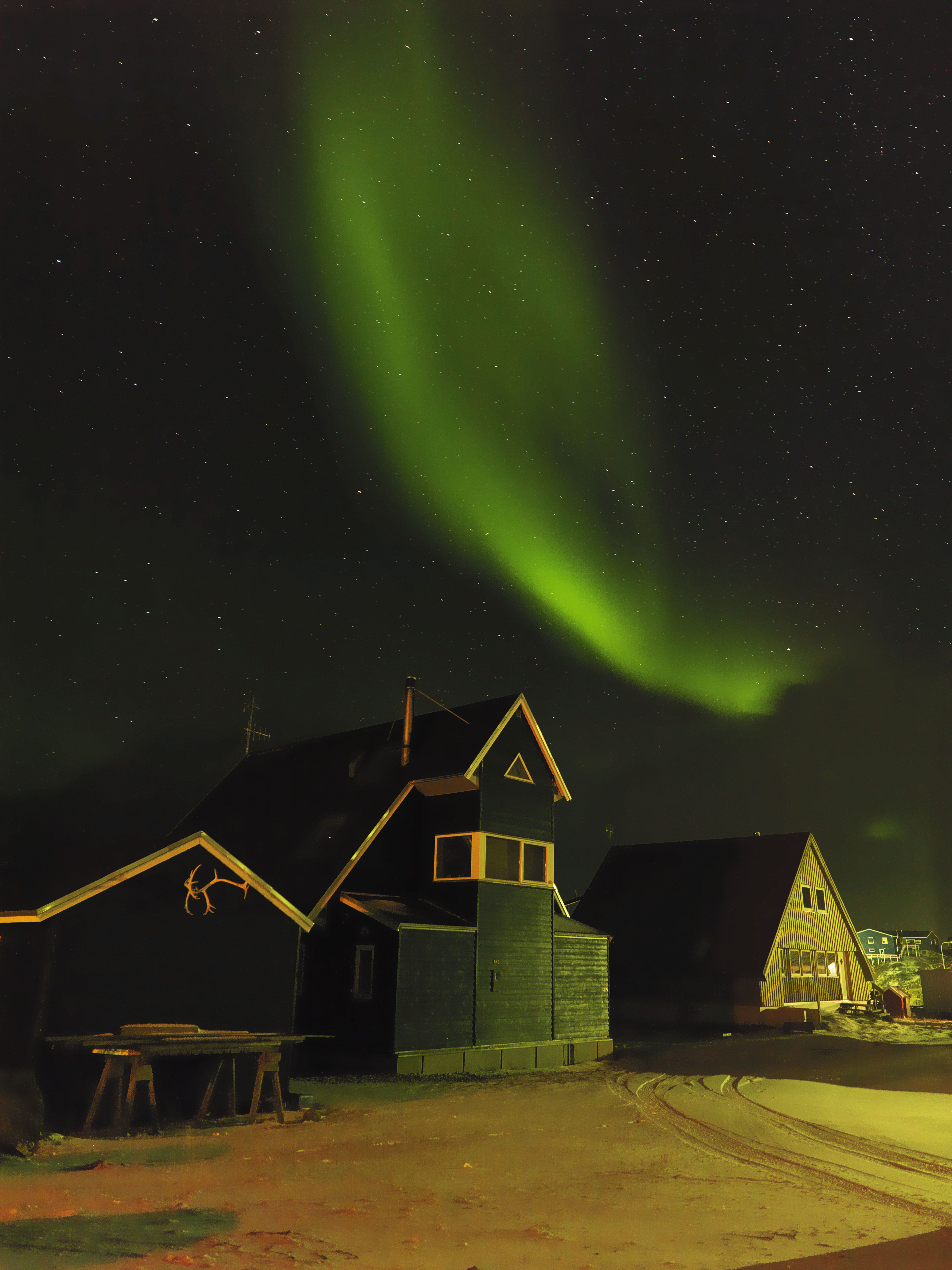 the perfect backdrop. #Greenland #Northernlights