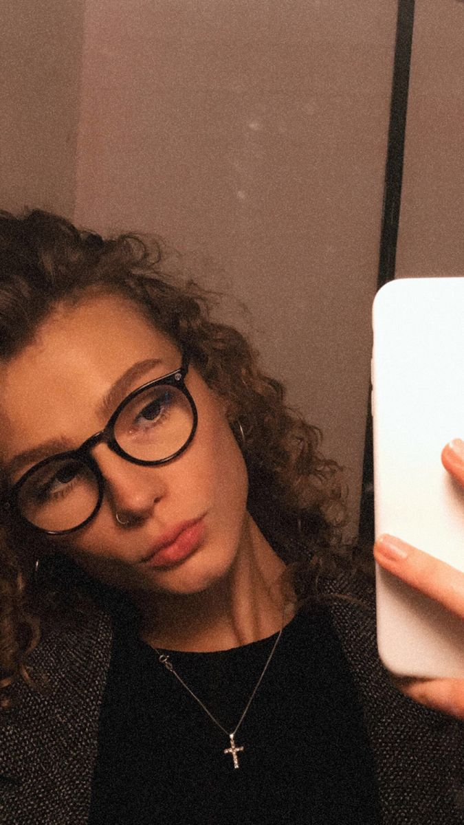#nostril #nosepiercings #glasses #glassesframes #curly #curlygirl #naturalcurlyhair #blondehair #naturalhair #brows #aesthetic #vsco #vscocam #browneye #silverjewellery #mirrorselfies