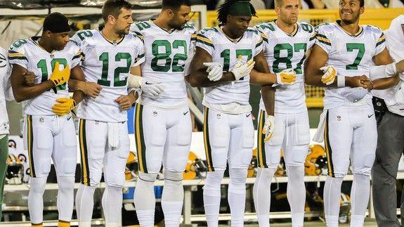 Instead Of Kneeling Teams Link Arms During Thursday Night Football Thursday Night Football Nfl Players Football