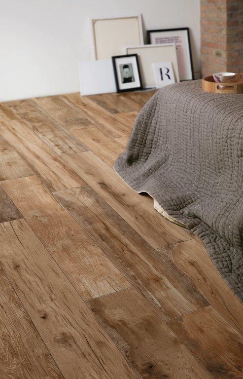 Mooie authentieke #houtlook #tegelvloer van #Ragno. Hier toegepast ...