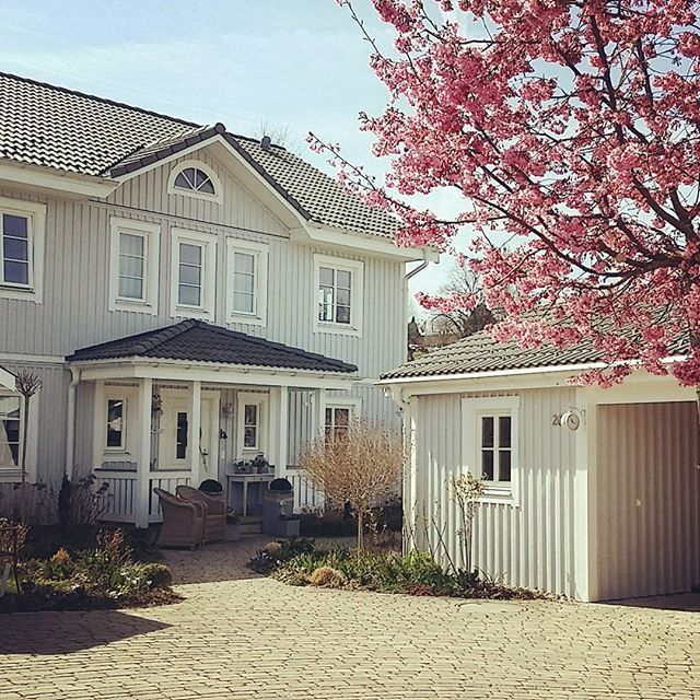 Schwedenhaus inneneinrichtung modern  Gartenhausbau, Cottage Gartenhaus, Englisches Gartenhaus ...