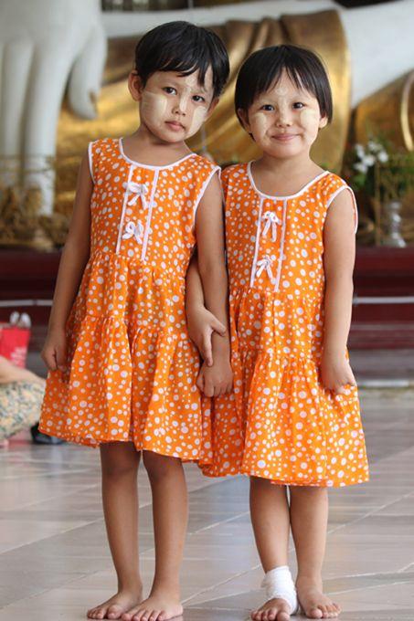 2 little Burmese (Myanmar) girls