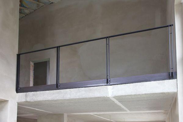 Brüstungsgeländer Aus Glas treppengeländer und brüstungsgeländer mit einem estrichwinkel aus