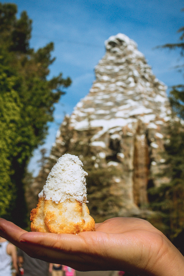 15 Stunning Disneyland Foods and Drinks Worth Waiting in Line For