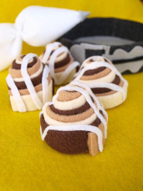 Wonderfully cute felt food cinnamon buns. Love!