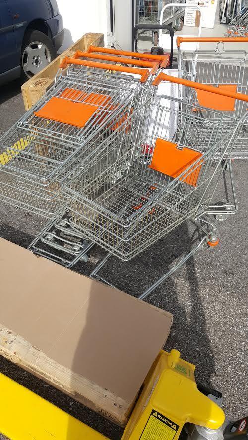 10 Einkaufswagen Occasion, mit Kindersitzli, zu verkaufen Stück zu Fr. 12.--. Ab Lager Dulliken. Kontakt: info@active12.com #Einkaufswagen #Wägeli #Logistik #Occasion #active12 #Dulliken