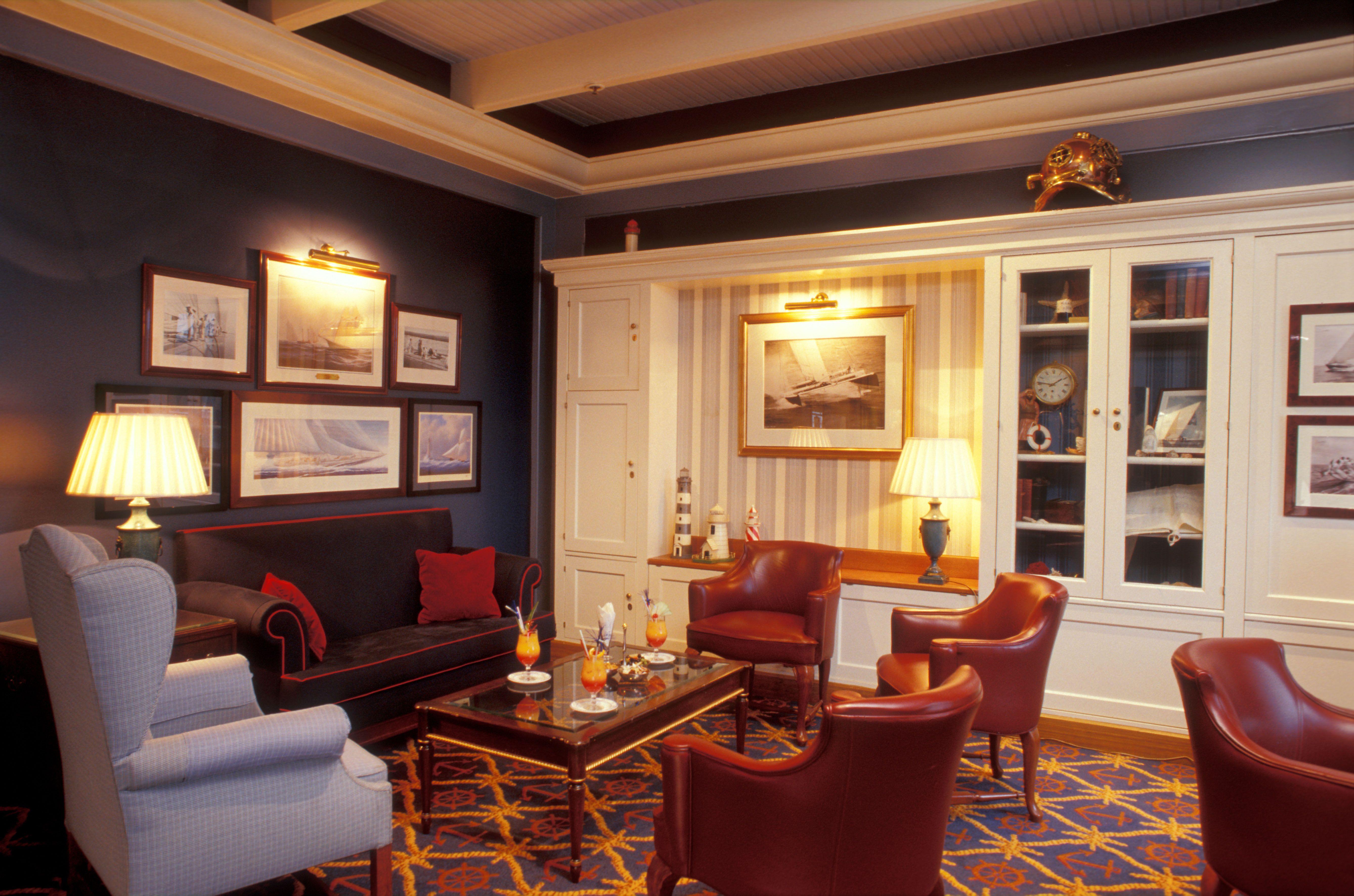 Disney Hotels Newport Bay Club Captain S Quarters Bar