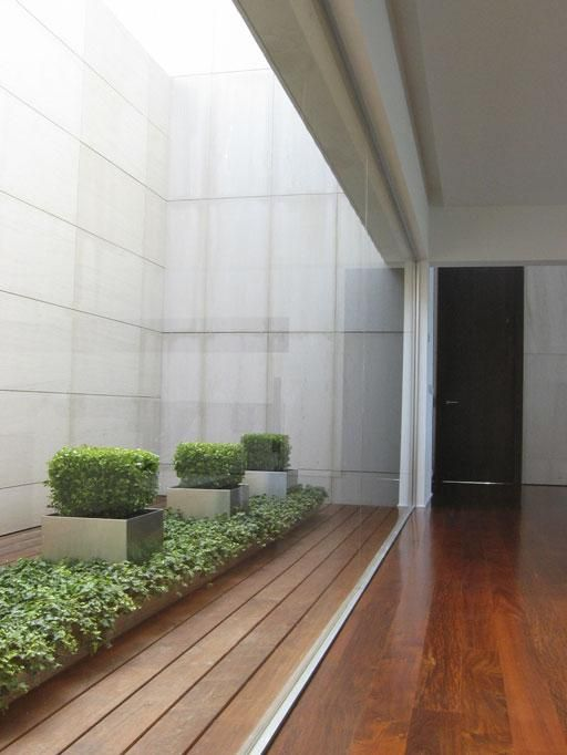 Selección de patios interiores diseñados por A-cero