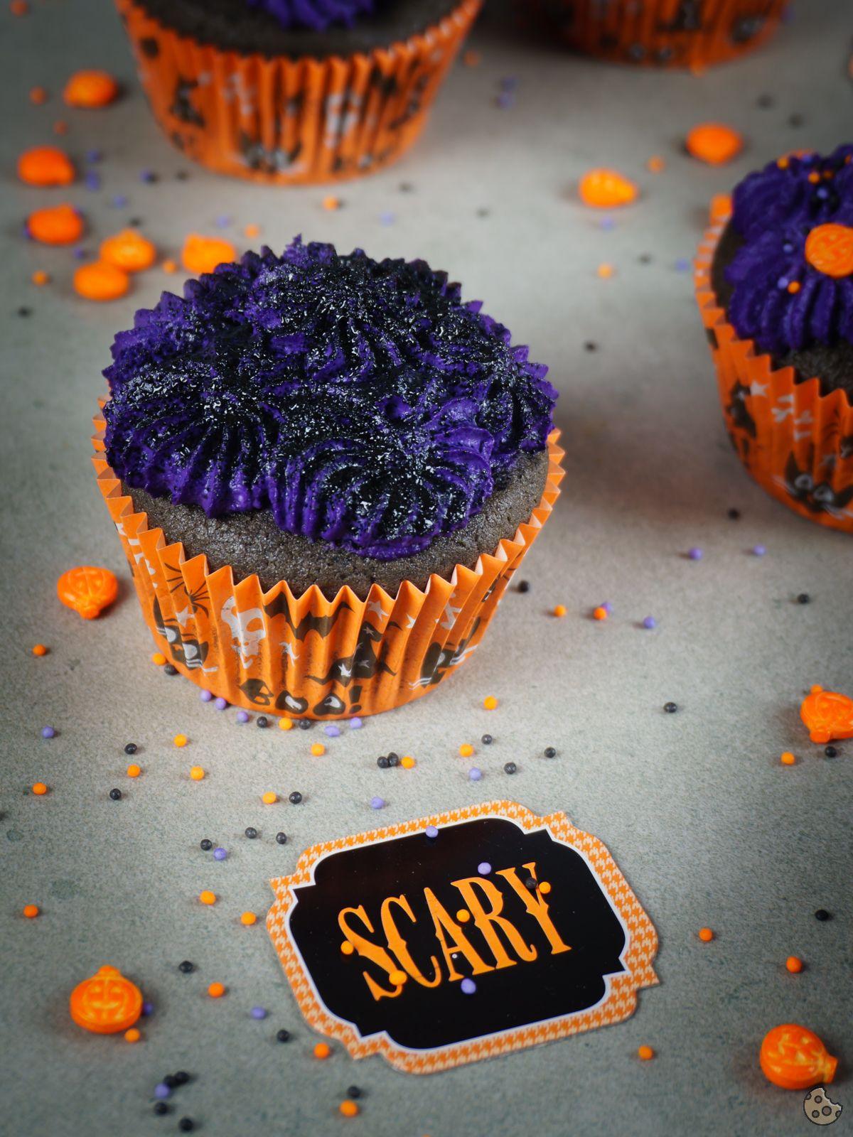 {Halloween} Düstere Frischkäse Kirsch Cupcakes keksstaub