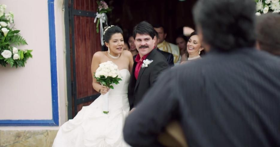 Pin By Josaloni On Emma Coronel Aispuro Wedding Dresses Strapless Wedding Dress Dresses