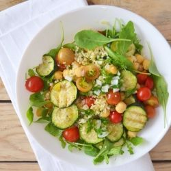 Couscous salad with chickpeas, grilled zucchini, cherry tomatoes and Portuguese green sauce (scroll down for recipe in English)