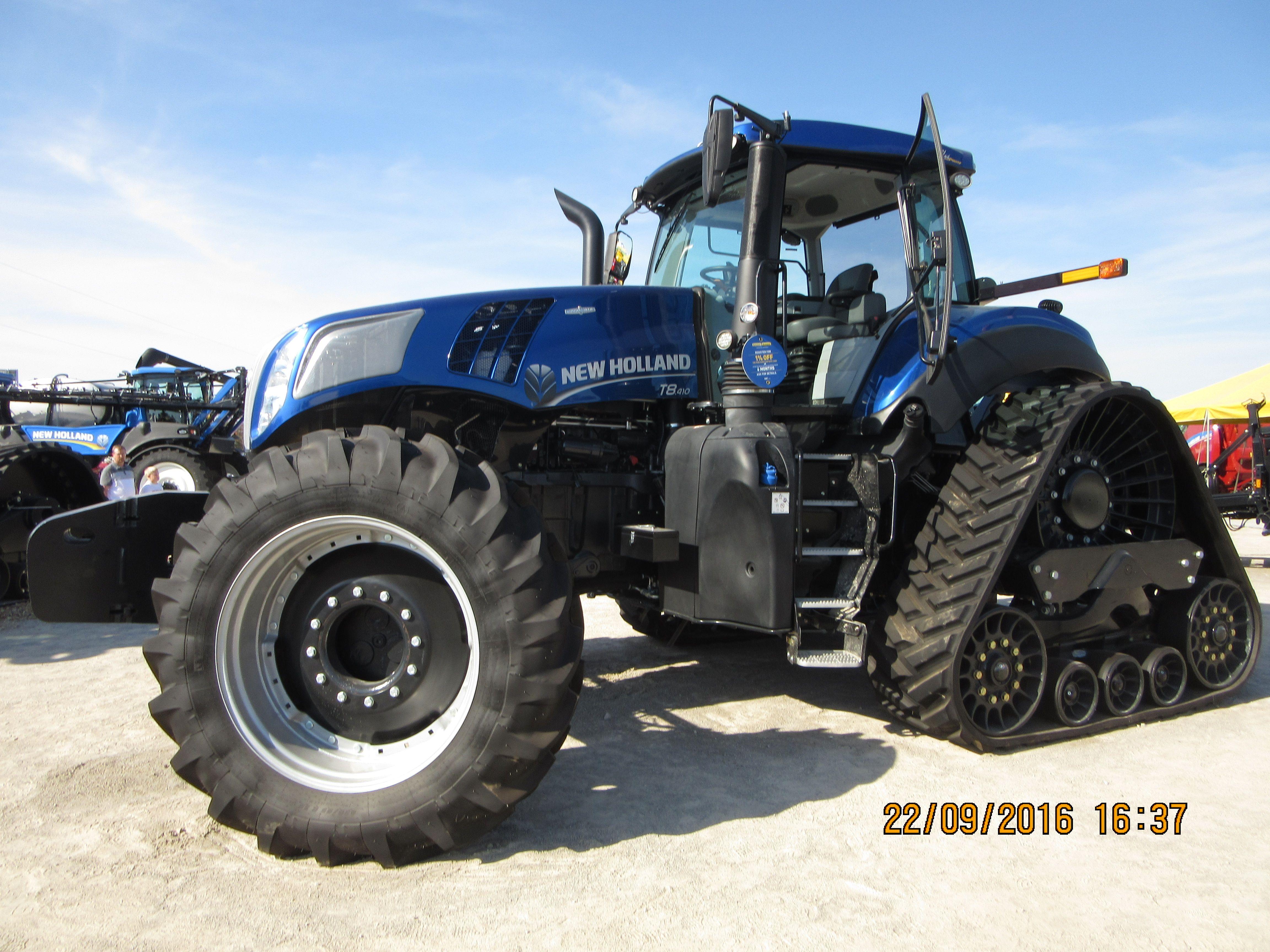 Dark blue New Holland T8.435 smart trax