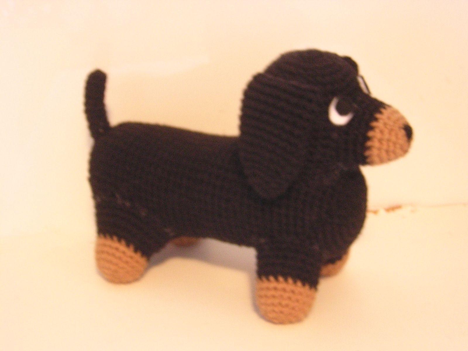 Free Amigurumi Dachshund Pattern : Gratis free dachshund amigurumi crochet pattern supplies one skein