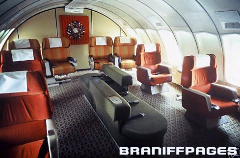 The Interior Of The Upper Deck Of 747 Braniff Place Their Luxury Jumbo Jet Airline Interiors Aircraft Interiors Vintage Airlines