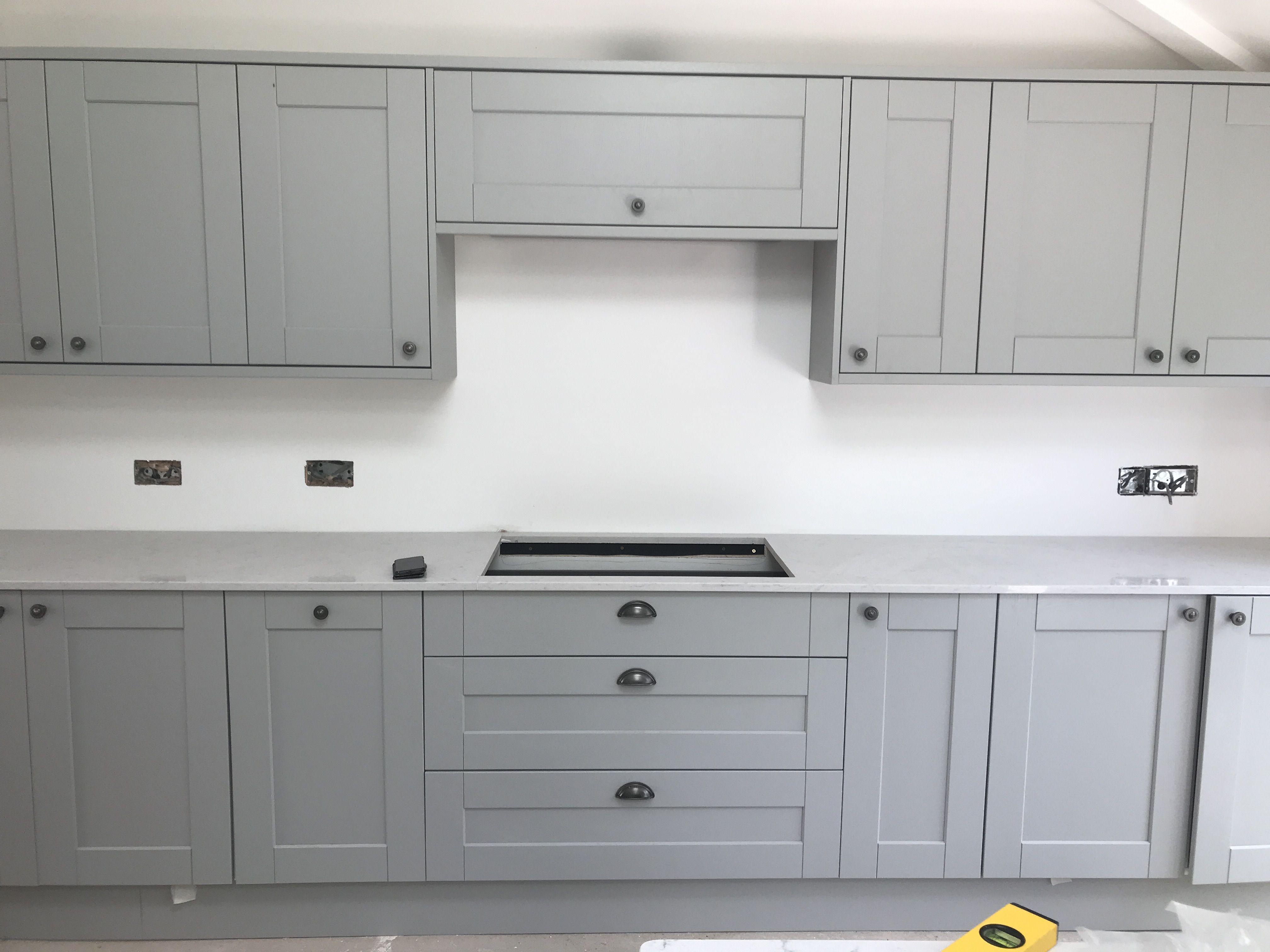 Download Wallpaper White Shaker Kitchen With Grey Worktops