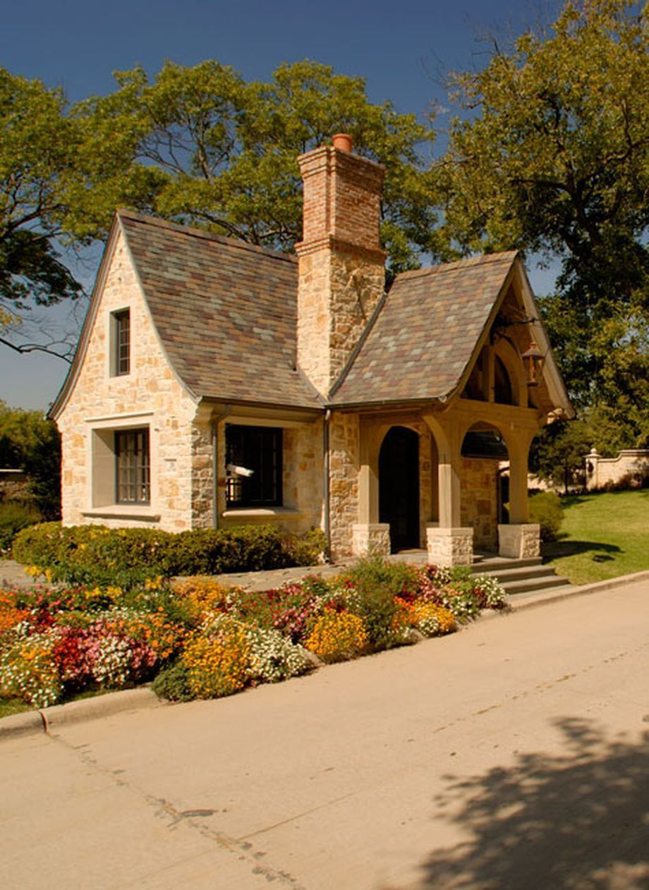 41 Small Cottage House Plan For Simple Life With Images Cottage House Exterior Small Cottage Homes Cottage Exterior