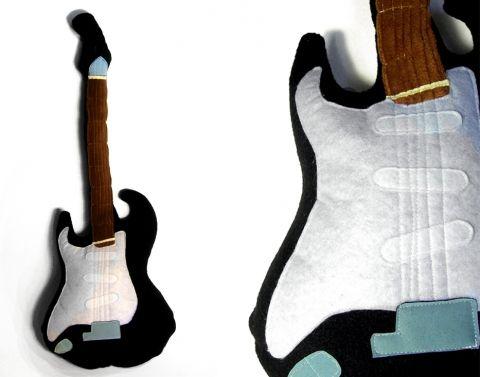 Gitár alakú párna Meska