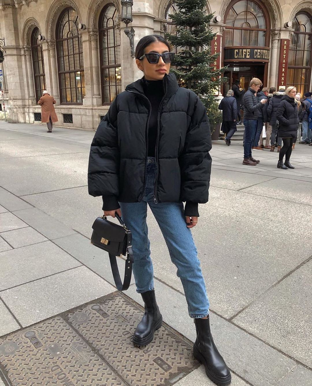 3 306 Aprecieri 23 Comentarii Zara Street Style Zarastreetstyle Pe Instagram Soniahearts Cold Outfits Casual Winter Outfits Puffer Jacket Outfit [ 1335 x 1080 Pixel ]