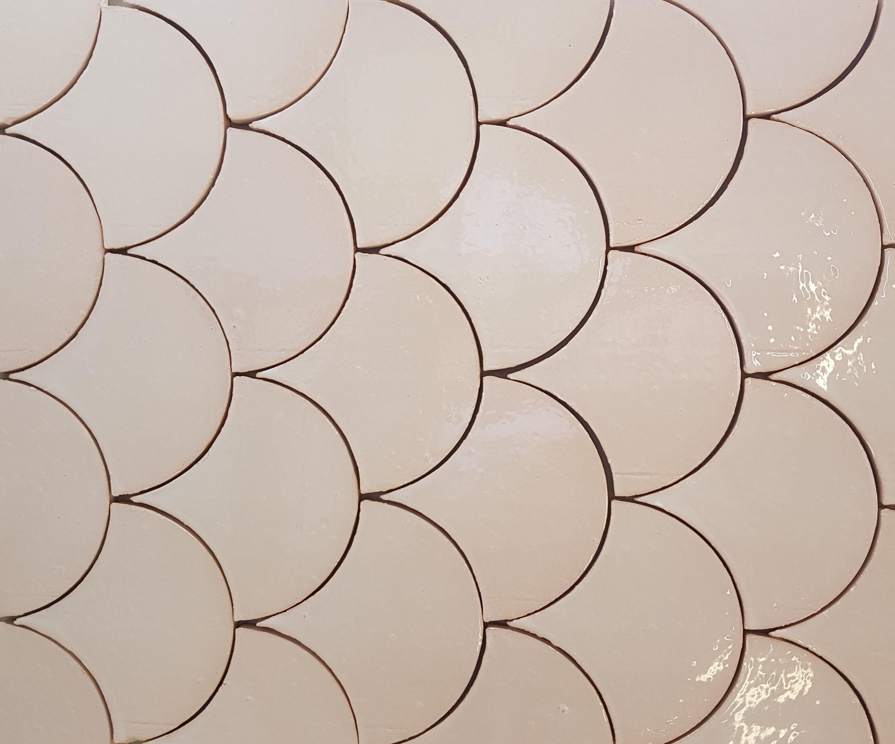 Ecailles En Terre Cuite Emaillee Zelliges Art Deco Design Terre Cuite Carrelage Mural Cuisine Faience Cuisine