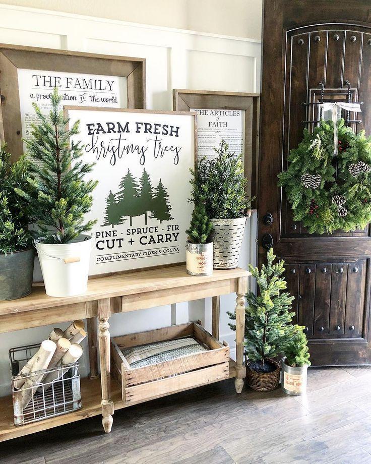 43 Beautiful Rustic Entryway Decoration Ideas: Beautiful Christmas Entryway