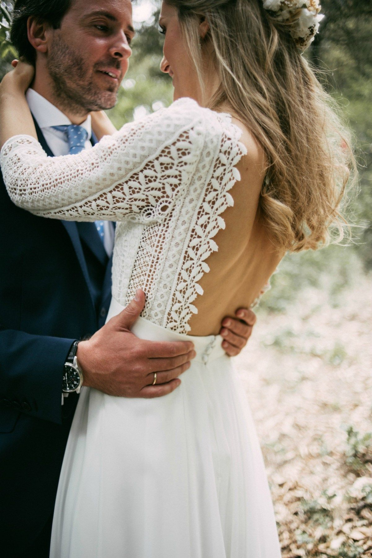 A bohemian backless gown for a woodland wedding in spain wedding